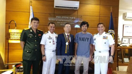 Đại sứ quán Việt Nam hoàn tất thủ tục đưa thuyền viên được giải cứu tại Philippines về nước