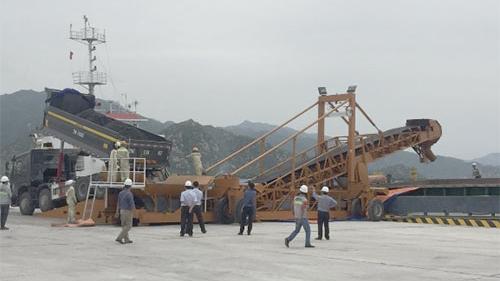 100% xỉ đáy lò Nhà máy Nhiệt điện Vĩnh Tân 2 đã được xuất đi tiêu thụ