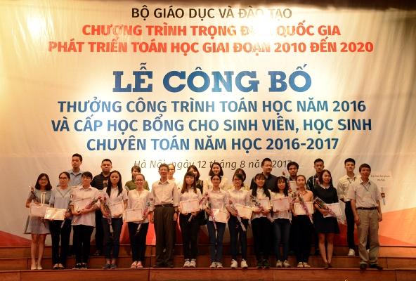 Trao thưởng 85 công trình toán học tiêu biểu năm 2016