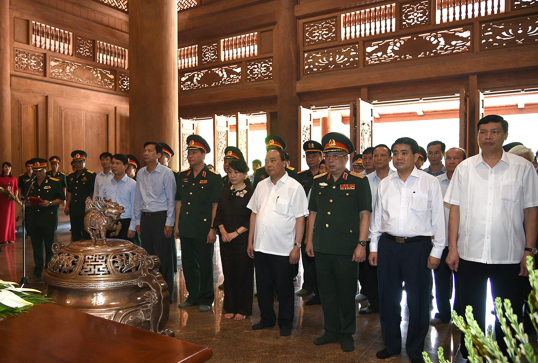 Thủ tướng dâng hương tưởng nhớ Chủ tịch Hồ Chí Minh tại Khu Di tích K9