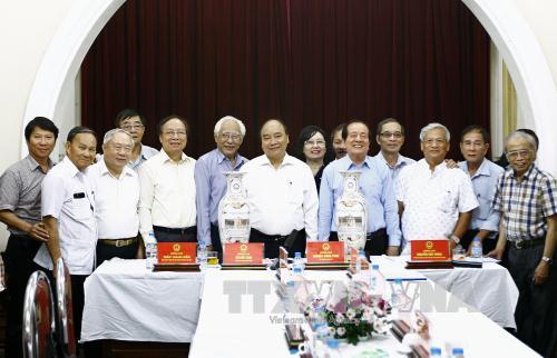 Thủ tướng Nguyễn Xuân Phúc: Văn nghệ sỹ Việt Nam vẫn một lòng theo Đảng, theo cách mạng
