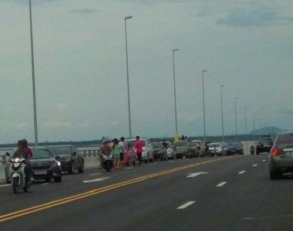Bảo đảm trật tự an toàn giao thông trên cầu Tân Vũ - Lạch Huyện