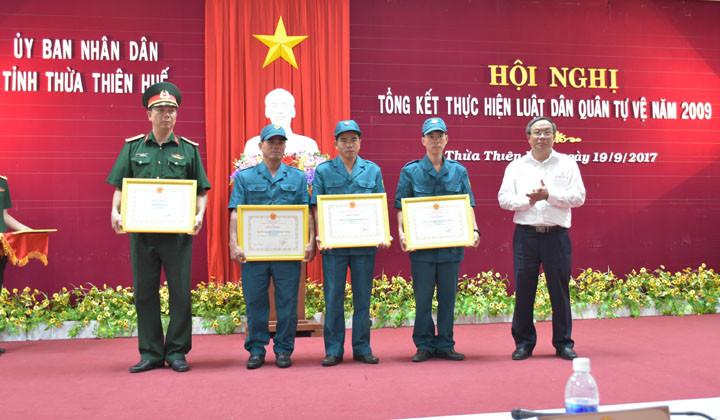 Thừa Thiên Huế: Tổng kết thực hiện Luật Dân quân tự vệ năm 2009