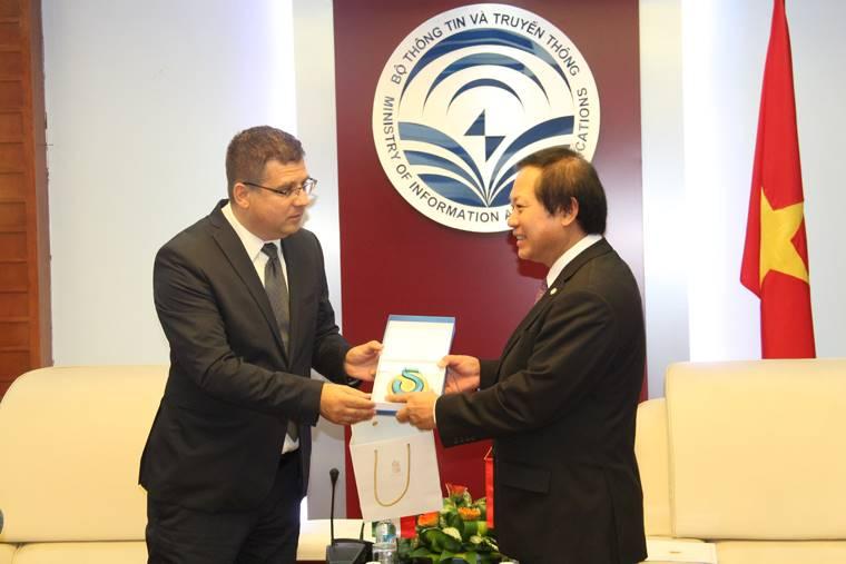 Việt Nam - Hungary đẩy mạnh hợp tác trên lĩnh vực công nghệ thông tin và truyền thông