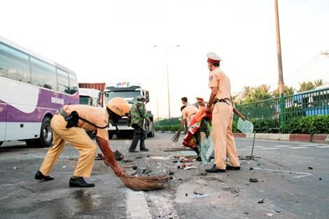 Xây dựng hình ảnh người Cảnh sát giao thông vì nhân dân phục vụ
