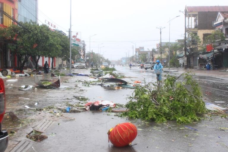 Hà Tĩnh: Thị xã Kỳ Anh tan hoang do bão số 10