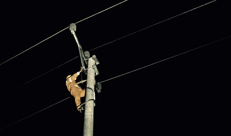 Khôi phục điện cho 100% khách hàng bị ảnh hưởng do bão số 10