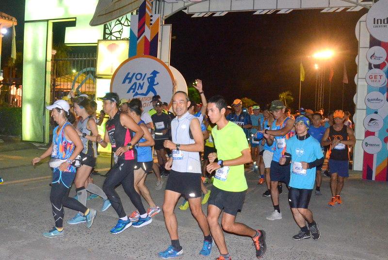 Hơn 1000 vận động viên tham dự cuộc thi Maraton quốc tế Hội An 2017