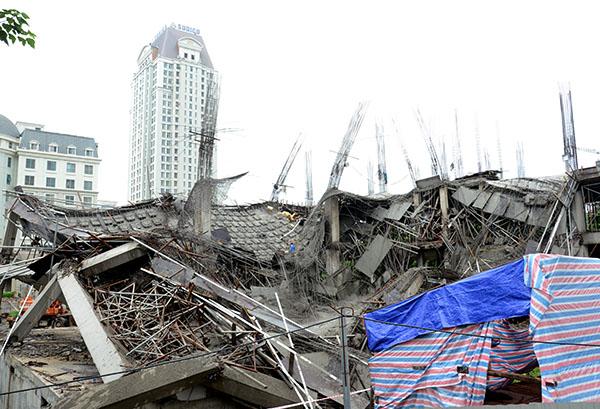 Hà Nội: Đình chỉ thi công trường mầm non đổ sập kinh hoàng trong đêm