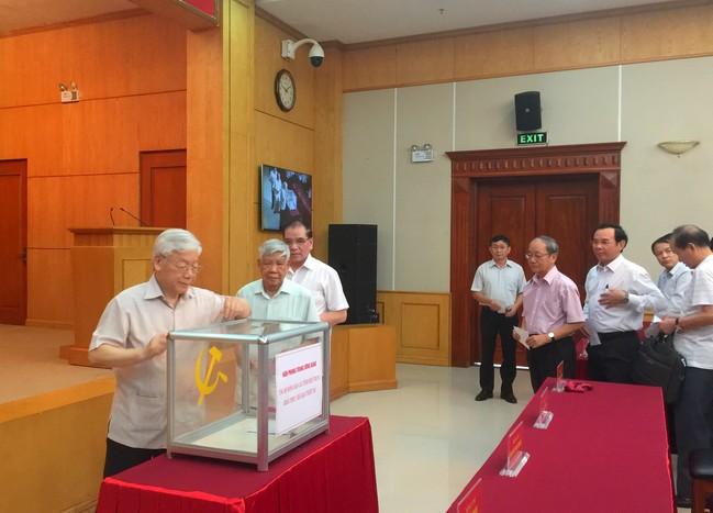 Văn phòng Trung ương Đảng quyên góp ủng hộ đồng bào các tỉnh miền Trung