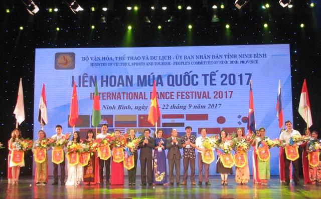 """  Tưng bừng Lễ khai mạc """"Liên hoan Múa quốc tế - 2017"""""""