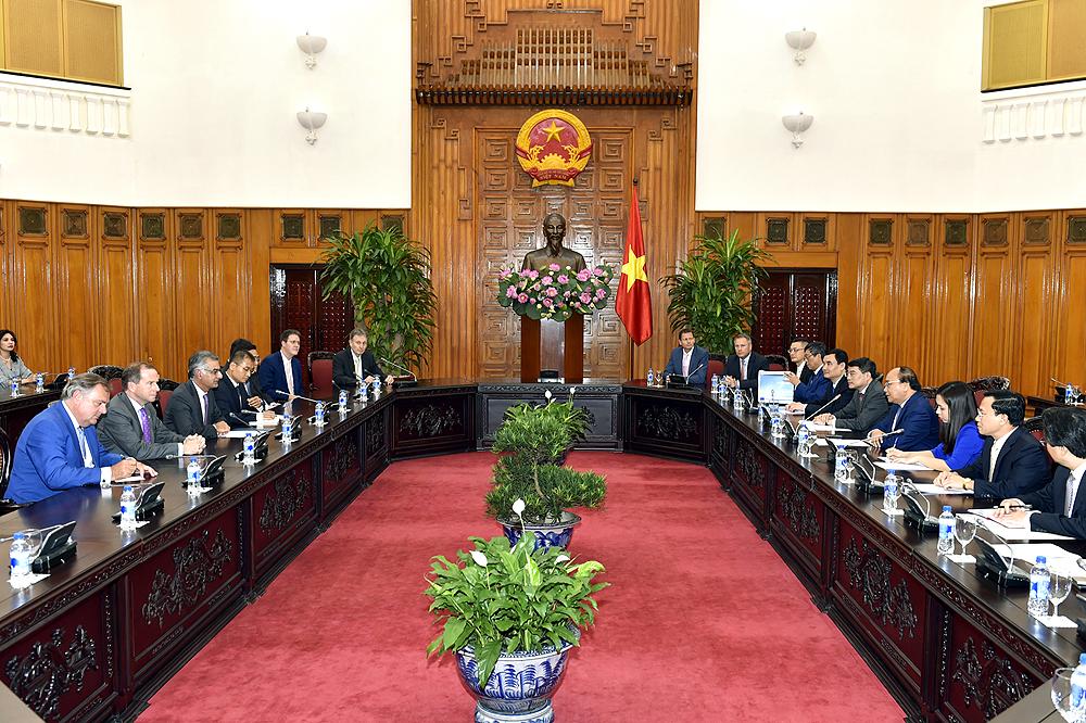Thủ tướng Nguyễn Xuân Phúc tiếp các nhà đầu tư quốc tế