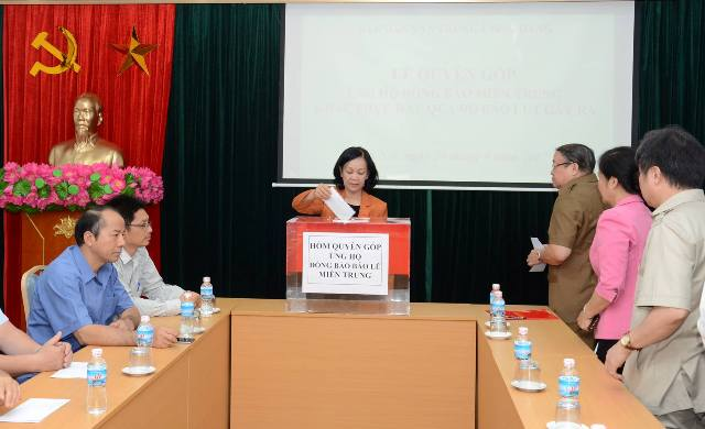 Ban Dân vận Trung ương, Tổng LĐLĐ Việt Nam quyên góp ủng hộ đồng bào miền Trung