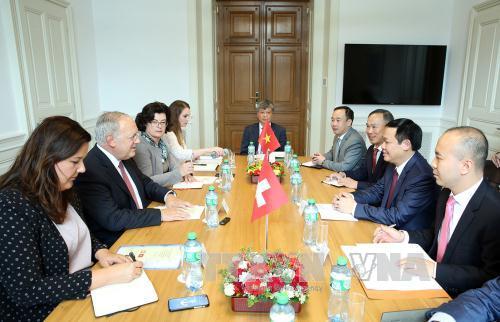 Phó Thủ tướng Vương Đình Huệ  thăm làm việc tại Thụy Sỹ