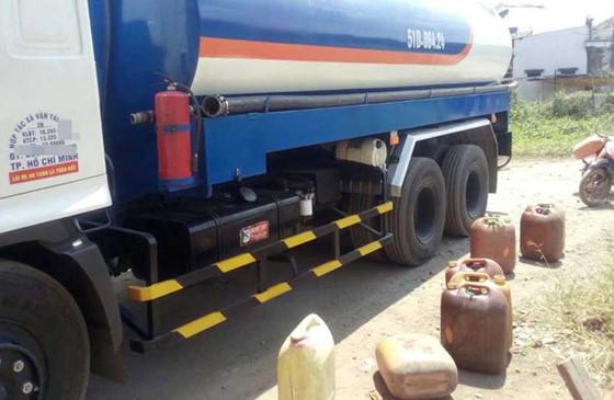 Triệt phá đường dây rút trộm xăng dầu quy mô lớn ở TP Hồ Chí Minh