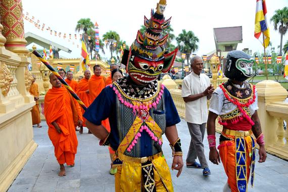 Lễ dâng y Kathina tại chùa Khmer