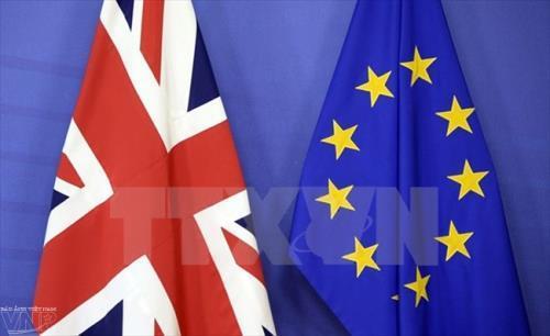 Khẩu chiến giữa giới chức Anh và EU