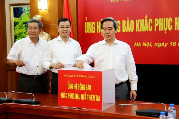 Ban Kinh tế Trung ương ủng hộ đồng bào các tỉnh khắc phục thiệt hại do mưa lũ