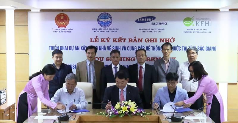 Ký kết Biên bản ghi nhớ thực hiện dự án xây dựng hệ thống nhà vệ sinh tiêu chuẩn tại các trường học tỉnh Bắc Giang
