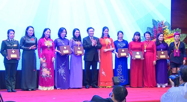Trao giải thưởng Phụ nữ Việt Nam năm 2017 cho 8 tập thể và 10 cá nhân