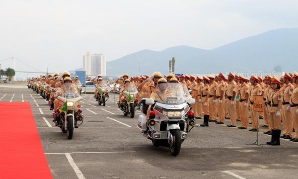 Lễ ra quân bảo đảm trật tự an toàn giao thông cho Tuần lễ Cấp cao APEC 2017