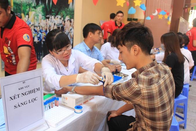 """Chương trình hiến máu tình nguyện """"Giọt hồng trao em"""" lần thứ VIII năm 2017"""