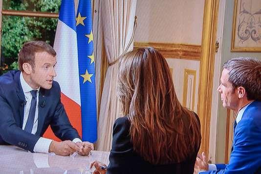 Pháp: Tổng thống Emmanuel Macron trình bày chính sách trên truyền hình