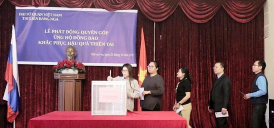 Đại sứ quán Việt Nam tại Liên bang Nga quyên góp ủng hộ đồng bào vùng bị thiên tai