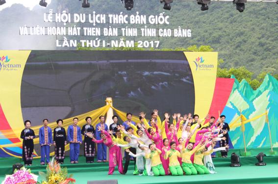 Cao Bằng: Khai mạc Lễ hội Du lịch Thác Bản Giốc và Liên hoan hát then, đàn tính