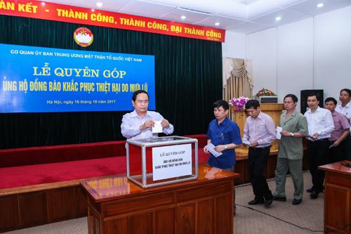 Uỷ ban Trung ương Mặt trận Tổ quốc Việt Nam quyên góp ủng hộ đồng bào khắc phục hậu quả mưa lũ