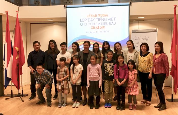 Khai giảng lớp học tiếng Việt cho con em kiều bào Việt Nam tại Hà Lan