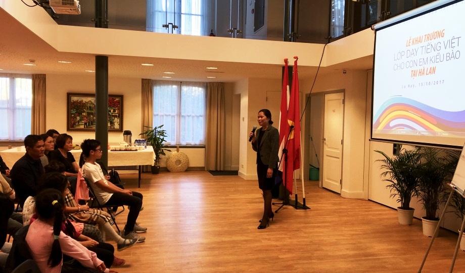 Khai giảng lớp tiếng Việt cho con em kiều bào tại Hà Lan