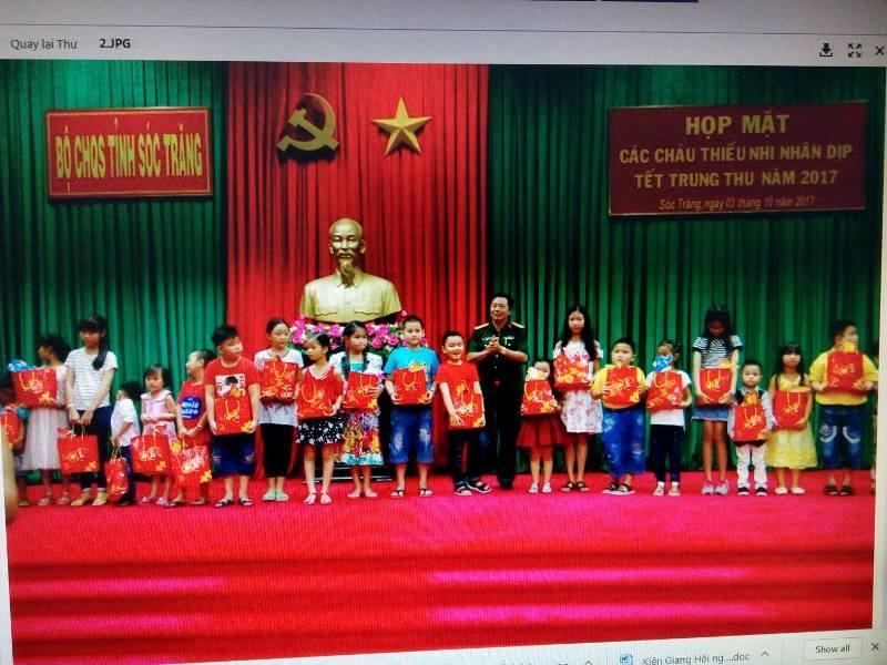 BCH Quân sự Sóc Trăng tặng 336 suất quà cho con em quân nhân dịp Tết Trung thu
