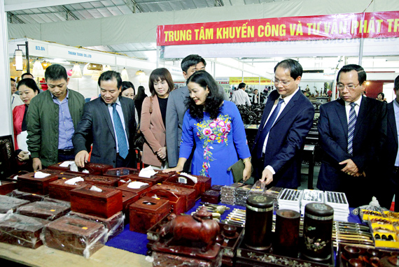 Sôi nổi hội chợ quốc tế quà tặng, hàng thủ công mỹ nghệ Hà Nội