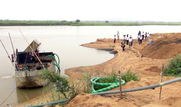 Phú Yên: Nhiều hệ lụy khi cho phép doanh nghiệp khai thác cát trên sông Ba