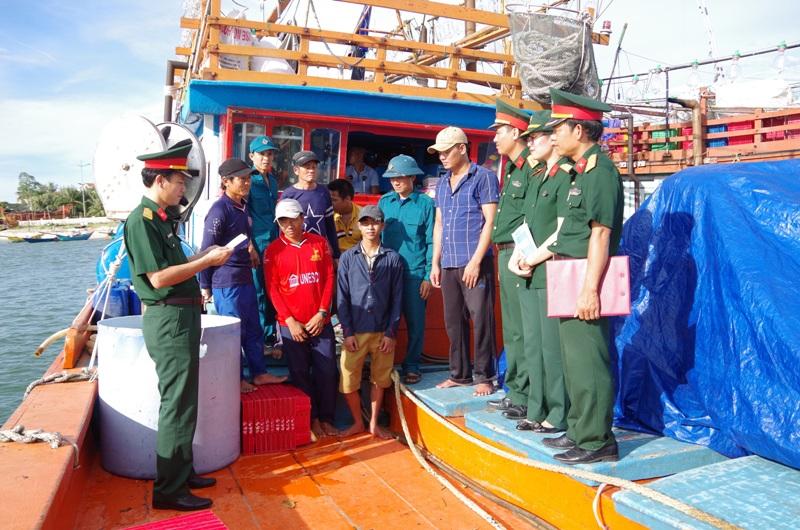Nhiều hình thức linh hoạt trong giáo dục quốc phòng - an ninh cho ngư dân, nhân dân tại Quảng Bình