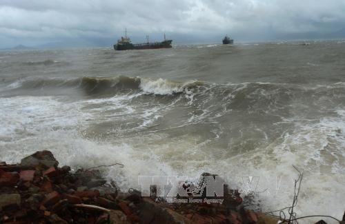 Vùng biển phía Nam mưa dông mạnh, Bắc Bộ tăng nhiệt, Trung Bộ giảm mưa
