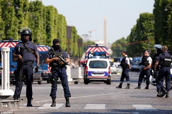 Pháp buộc tội 8 đối tượng cực hữu âm mưu tấn công bạo lực