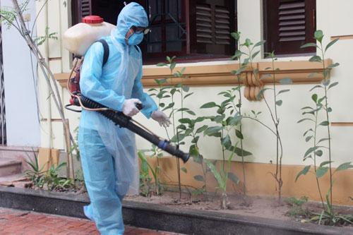 Hà Nội: Tiếp tục phun thuốc diệt muỗi, diệt bọ gậy để phòng chống sốt xuất huyết