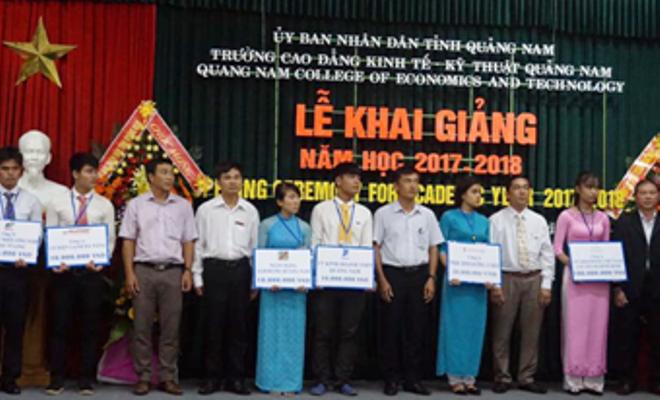 VNPT tiếp tục trao học bổng, hỗ trợ cho sinh viên nghèo