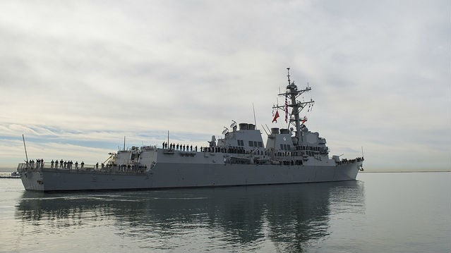Hải quân Mỹ hỗ trợ tàu cá Iran bị cướp biển tấn công