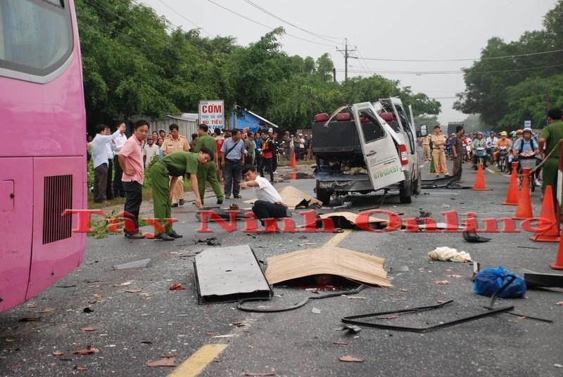 Tai nạn xe khách nghiêm trọng ở Tây Ninh, 6 người tử vong