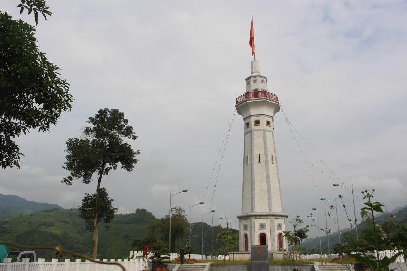 Cột cờ Lũng Pô – Nơi con sông Hồng chảy vào đất Việt