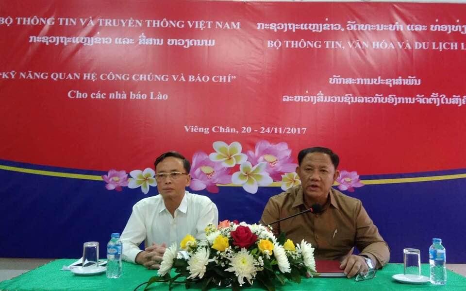 """Khai giảng lớp""""Kỹ năng quan hệ công chúng và báo chí"""" cho các nhà báo Lào"""