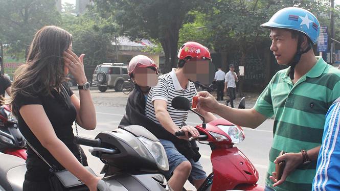 Cảnh sát mặc thường phục có được xử lý vi phạm giao thông?