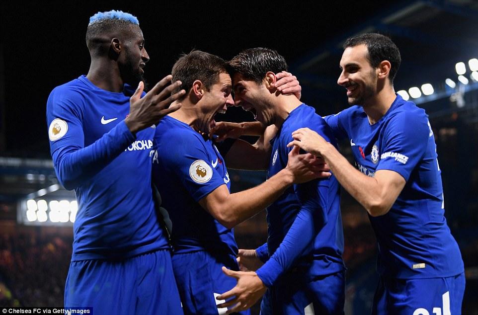 Hạ Man Utd, Chelsea thổi lửa vào top 4
