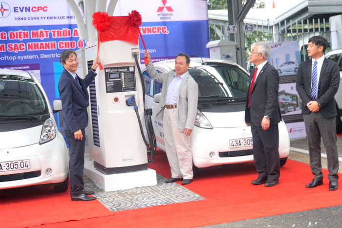 Đà Nẵng là địa phương đầu tiên sử dụng ô tô điện và trạm sạc bằng năng lượng mặt trời