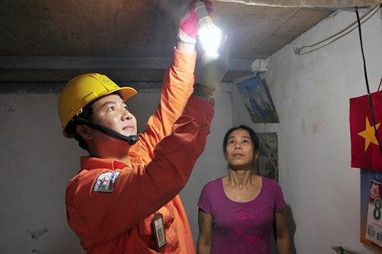 EVN HANOI triển khai nhiều hoạt động tri ân khách hàng sử dụng điện