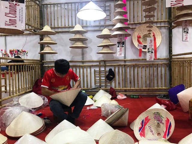 Hội chợ làng nghề Việt Nam 2017 thu hút hơn 15.000 lượt khách tham quan
