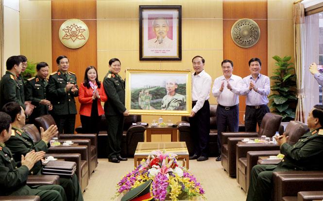 Bộ trưởng Bộ Quốc phòng thăm và làm việc tại tỉnh Thái Nguyên